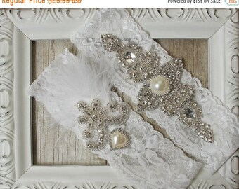 "ON SALE Wedding garter - Vintage Garter Set w/ ""Pearls"" and Rhinestones on Comfortable Lace, Wedding Garter Set, Crystal Garter Set"