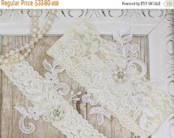 ON SALE Wedding garter, Customizable Wedding Garter Set , Ivory Lace Garter Set, Toss Garter , Keepsake Garter, Bridesmaid Gift, Prom, Weddi