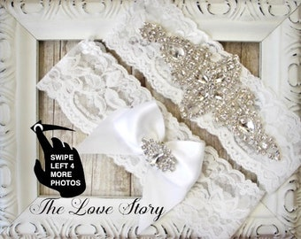 Wedding Garter Set with customizable lace and bow. Vintage Bridal Garter available in several colors & sizes. Garters for wedding or prom.