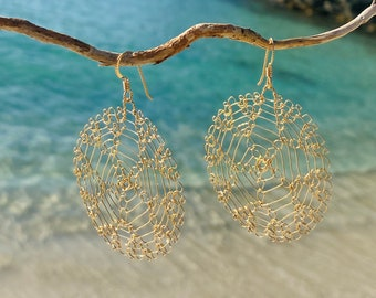 Woven Gold Earring with Starfish Design