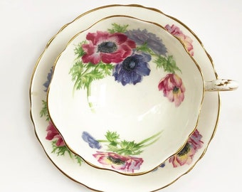 Vintage Tea Cup /  Floral -Poppies  - Gold Trim ~ Antique Tea cup /By Paragon by Appointment ~ Cup & Saucer -  Fine Bone China