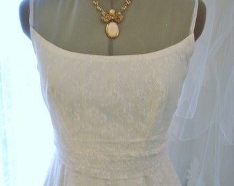 Vintage White Lace and Netting Strapless Sleeveless Wedding/Bridal Gown by William Cahill