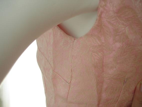1960 Pink Brocade Sheath Wiggle Dress - image 4