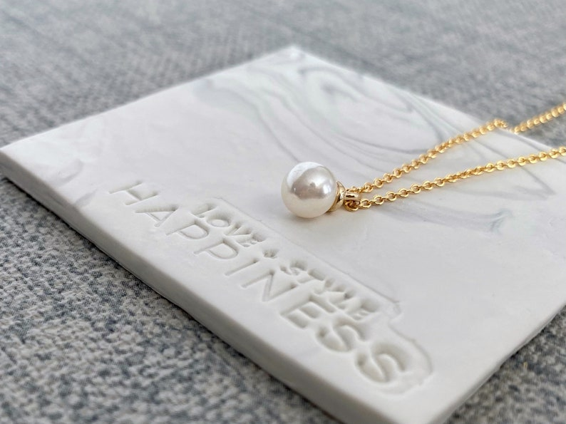 Gold Pearl Necklace small pearl pendant Pearl Choker Layering Necklace Dainty pearl necklace Single Pearl Necklace