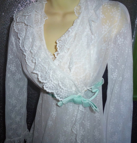 Vintage  white nylon lace peignoir set burlesque b
