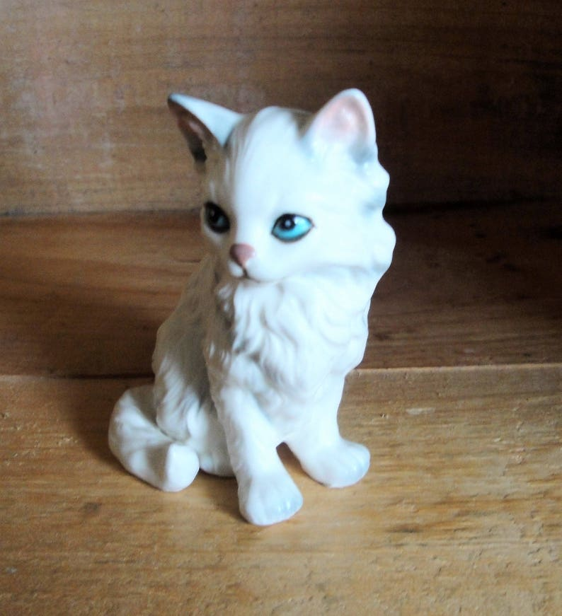e19d8caedd9d6 Vintage Lefton White Persian Kitten Figurine Black Ear Tip Shading Cat