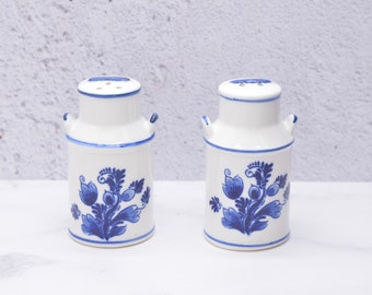1960/'s Vintage Dutch Girl Salt and Pepper Shakers and Napkin Rings Cruet Set Blue and Cream White Plastic Mid Century Modernist 1950/'s