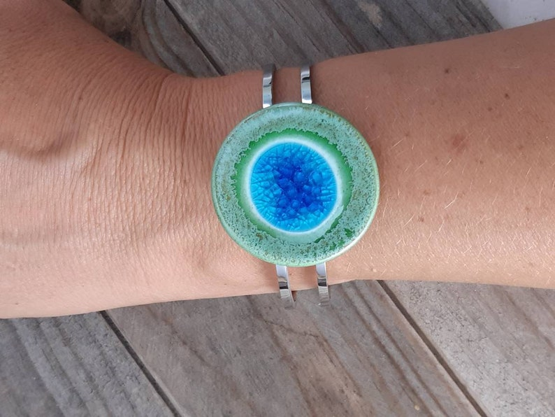 Glass and ceramic bracelet mounted on stainless steel
