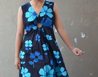 Vintage 70's hippie dress retro blue flower power print maxi 1960's 70's short sleeve key hole day casual festival dress