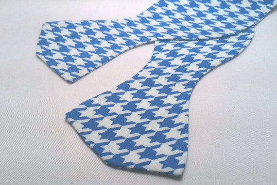Men's Blue and White Herringbone Print Bowtie