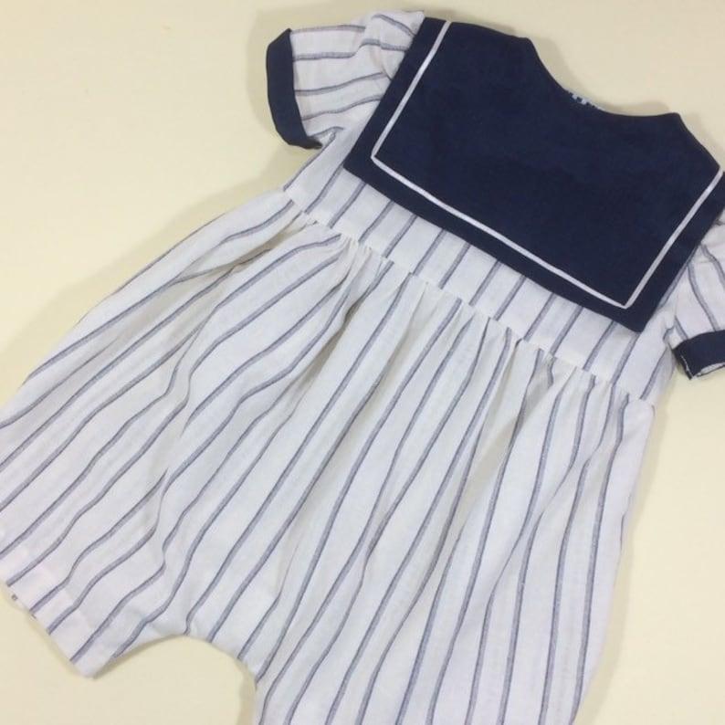 Sailor collar suit.