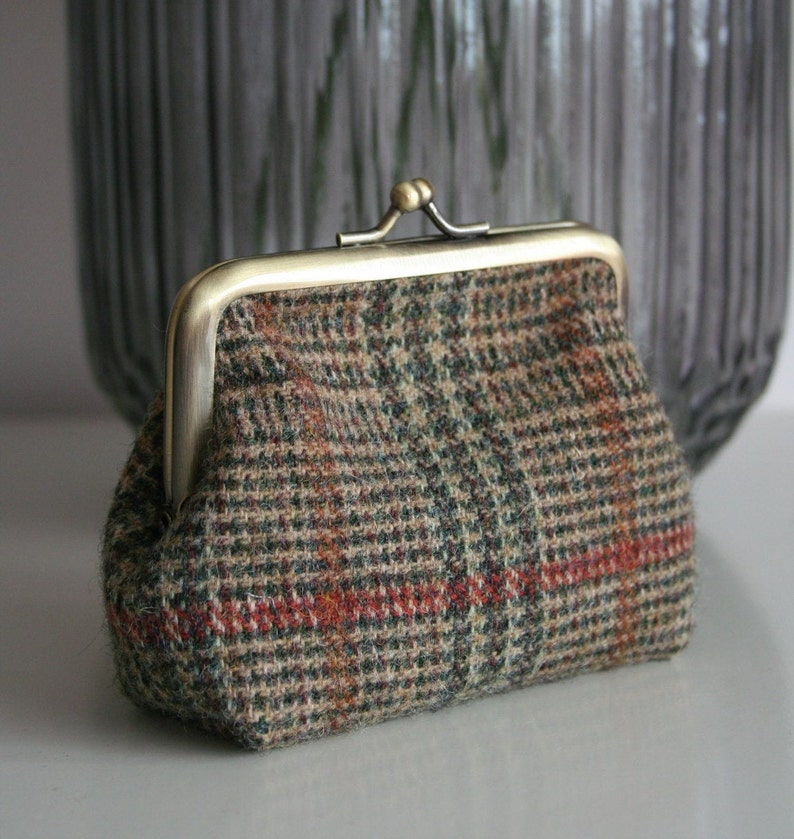 Ladies green tweed clasp purse  coin purse  card purse with floral lining