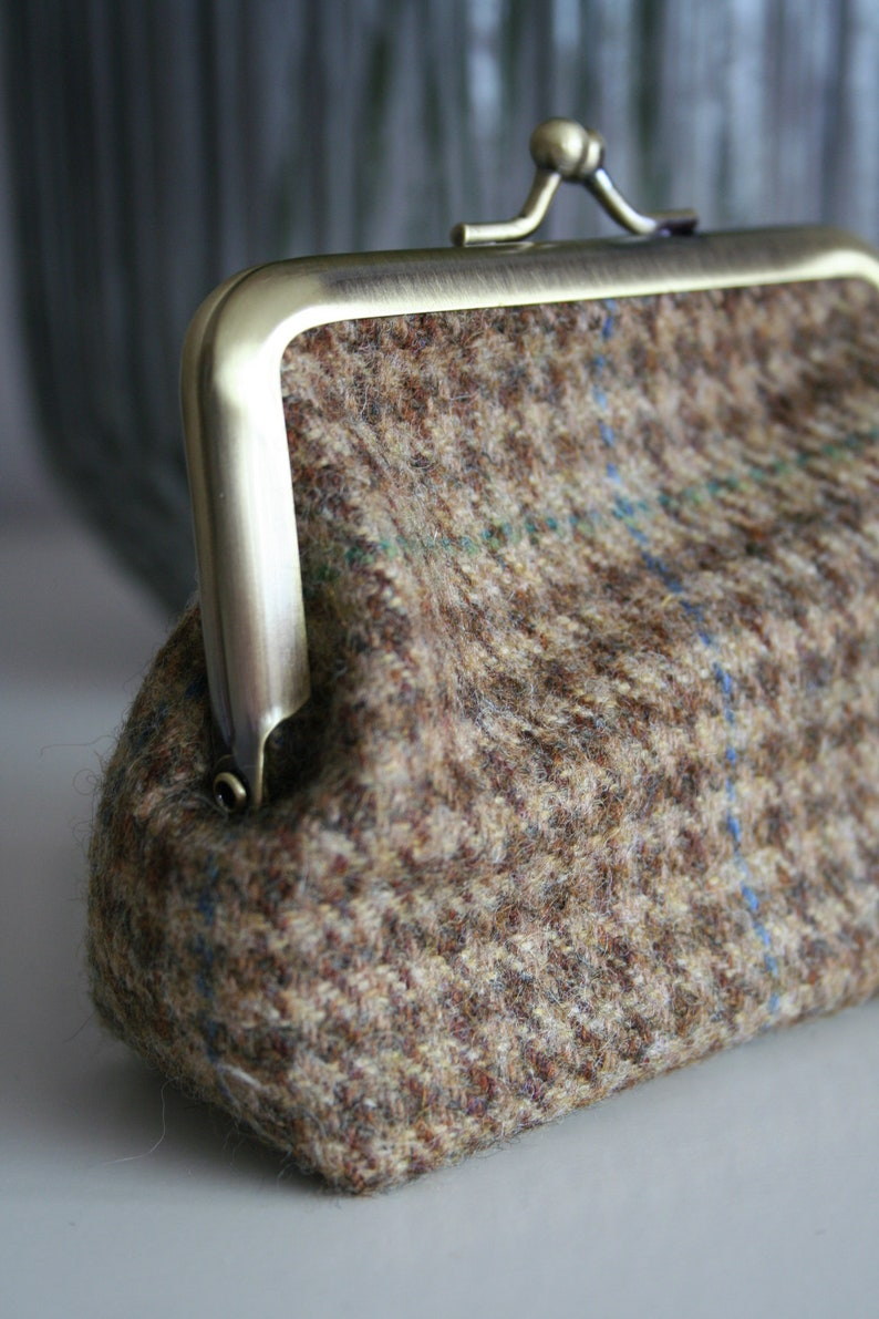 Ladies light brown tweed clasp purse  coin purse  card purse with floral lining