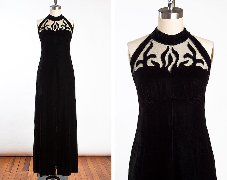 46c2ccdb70 VAMPY Vintage 1960s Inky Black Velvet Evening Gown Dress with Halter Neck  and Fl... VAMPY Vintage 1960s Inky Black Velvet Evening Gown Dress with  Halter ...