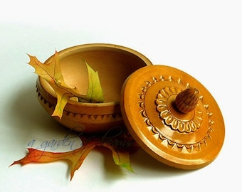 Folk art wooden carved round box with acorn finial deco jewelry trinket covered box woodland hardwood with fine grain vintage European look