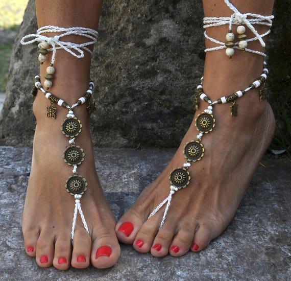 Playa boda sandalias Descalzas blanco y lazo de cobre  3e899809f06e