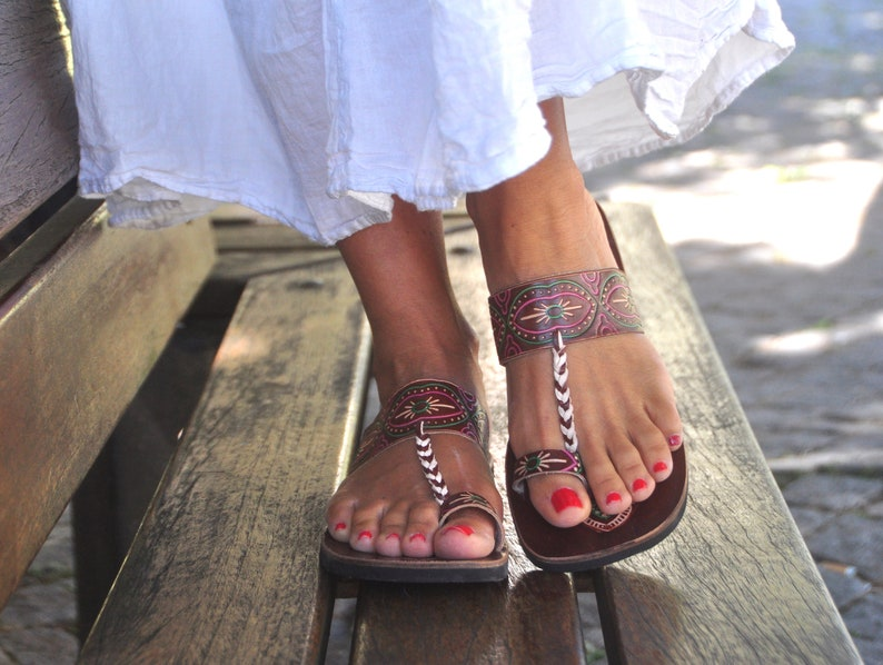 Engraved leather Brown Leather Sandals,Toe ring Sandals,Indian style,Handcrafted Summer shoes womens sandals,Bohemian style,Flip-Flops