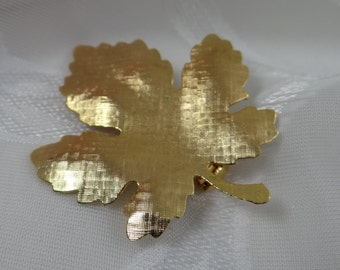 Gold Tone Maple Leaf Brooch Pin - Classic and Elegant - Simple and Elegant Leaf Brooch Pin