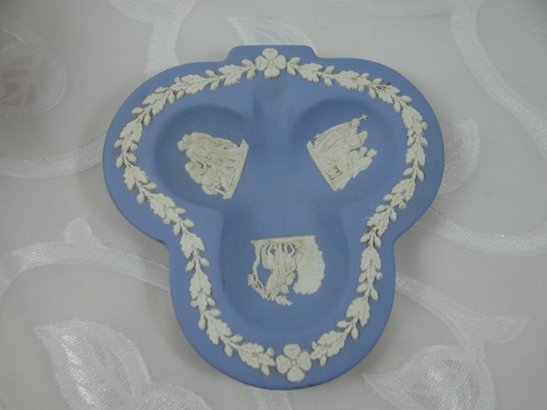 Vintage Wedgwood Jasperware Cream on Lavender Club Ashtray with Vine Border