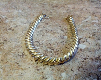 Lovely gold tone 925 silver bracelet with safety clasp