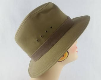 a06aec81cce Vintage COUNTRY GENTLEMAN Waterproof Trekking Bucket Hat Mens Medium Khaki  Twill made in USA Timeless Casual Cap excellent vintage condition