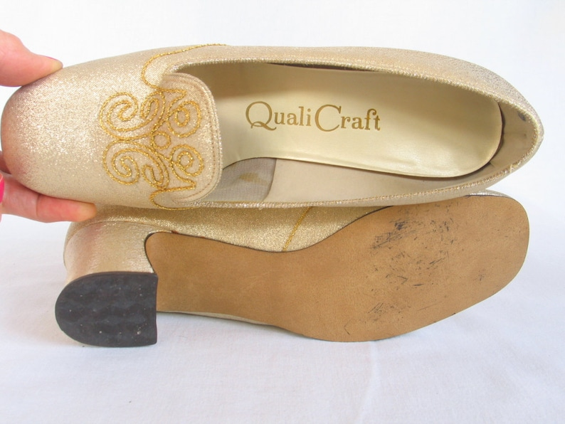 0ec4fe9743e6f Vintage Gold Embroidered Evening Shoes Women's size 7 M Pumps 2