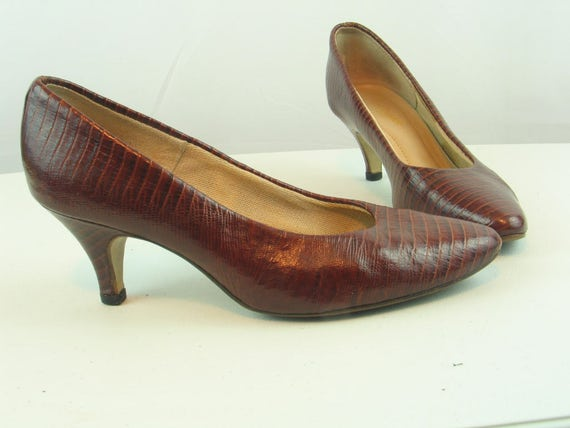 d23726b76ee04 Vintage 1970's HUSH PUPPIES Brown Croc Leather Pumps Women's size 5-5.5  Teacher-Office-Career 2.5