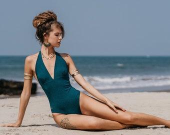 asiatische mädchen in badeanzug one piece nackt