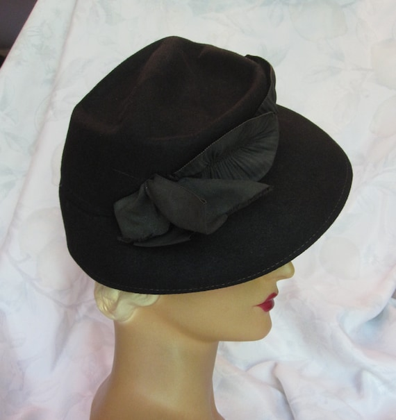 Justine - 1930's Black Wool Felt Fedora Hat with G