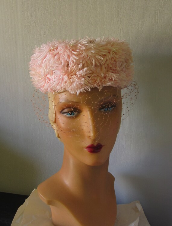 Sondra - 1950's Pastel Pink Floral Hat with Veili… - image 4