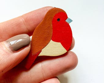Hand painted wooden Robin pin. Robin brooch. Christmas pin.