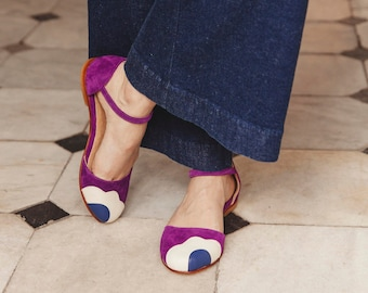Mary Jane flat sandal in purple suede with natural and blue flower. To dance lindy hop, swing or wear. Made in Argentina - Lorna Violet
