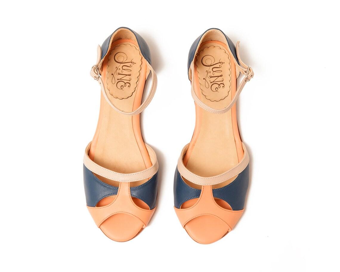 Azul romágona. Zapatos de piel de mujer en azul, desnudo y coral. Para bailar lindy hop o swing. Hecho en Argentina
