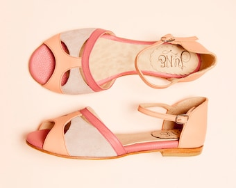 Pink flat sandals in suede and leather. Handmade women shoes in pink and peach, peep toe. Effortless and comfortable shoes. Romance Pink