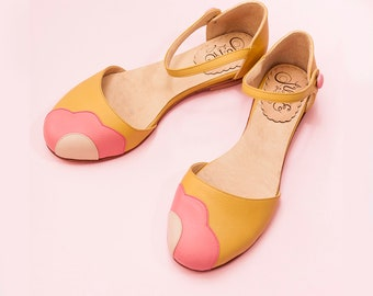 Mary Jane flat sandal in yellow leather with pink and nude flower. To dance lindy hop, swing or wear. Made in Argentina - Lorna Mellow