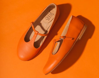 Flat t-strap mary jane leather shoes in orange. Handmade minimal vintage retro style. Dance shoe. Handcrafted in Argentina. Siena Orange.
