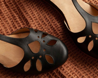 Handmade leather Mary Jane flat sandal in black. Vintage, retro style. Swing dance, t-strap. Handmade in Argentina. Erin Black