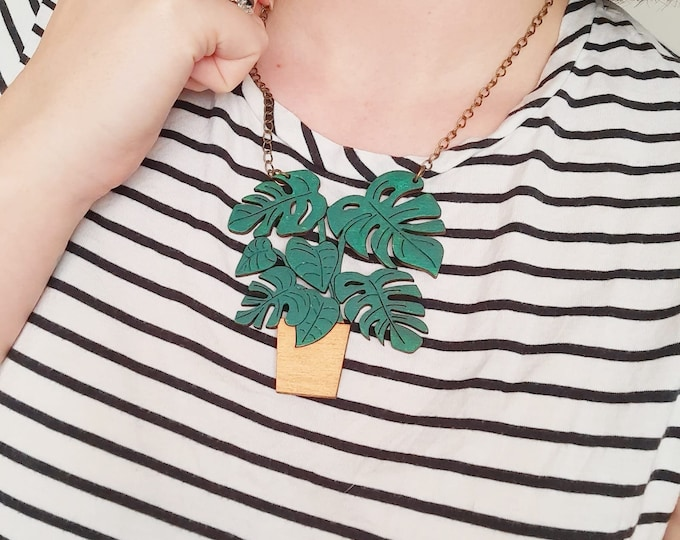 Monstera wooden plant necklace, botanical statement necklace