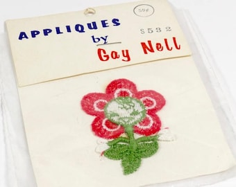 Smiling Flower Applique Patch - Vintage Sewing Notions - Gay Nell NOS