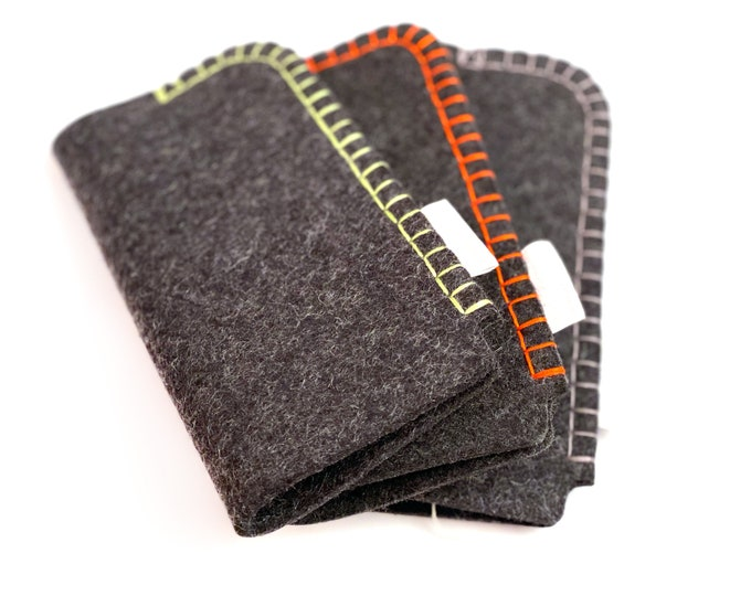 Eyeglasses case made of 3 mm thick 100% wool felt, hand-sewn. From apple bag.