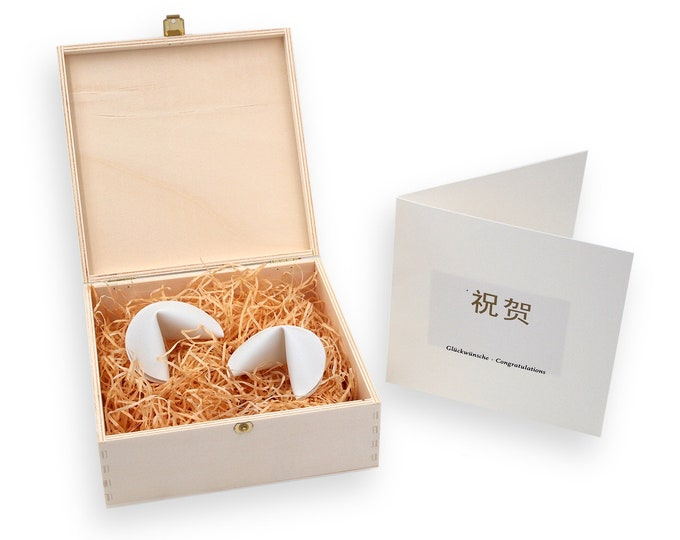 Wedding Set TWO PORZELLAN-GLÜCKSKEKSE in gift wooden box with messages of happiness