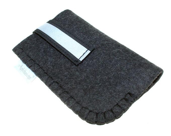 Apple iphone 4. Gen Apple bag.  Grey