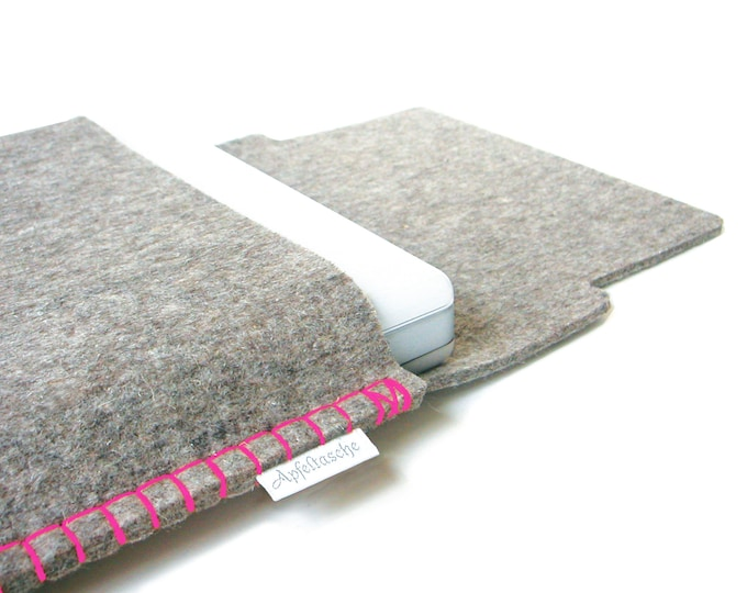 Notebook bag apple bag for the Mac book made of 100% wool felt, seam: pink