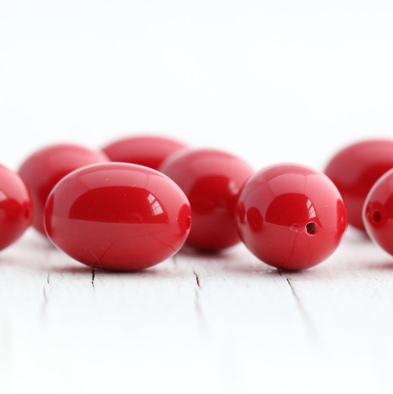Red Vintage Italian Lucite Oval Beads 16mm 12 beads