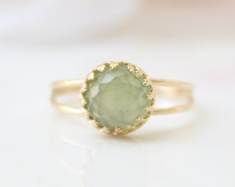 Autumn green ring - Gold ring set with pale green jade gemstone, Gift for her