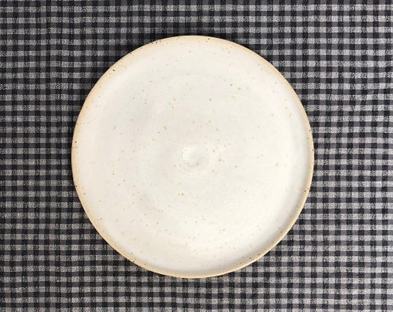 PLATE - j a p a n - diameter 19,5 cm,  wheelthrown, rustic pottery, modern rustic, food photography, food styling, table top styling
