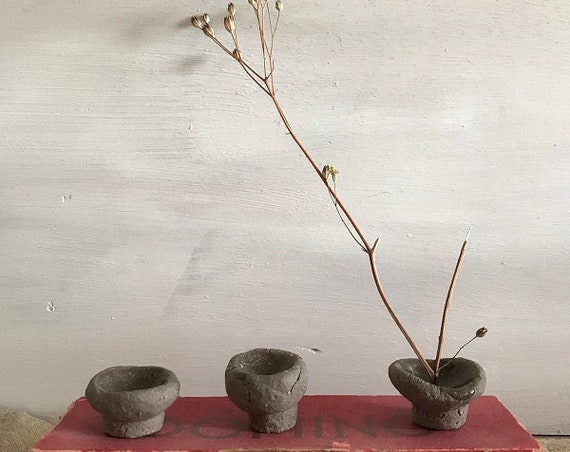 SET OF 3 tiny pinch pots, flowerstyling, one stem flower, small branches, simple ikebana