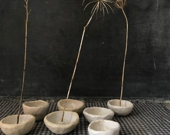 PINCH POT - simple ikebana, natural tones, great for twigs and thin stem flowers