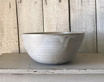 BOWL, diameter 18 cm, brownish / taupe color, rustic pottery bowl, fruit bowl, salad bowl, food photography, simplify