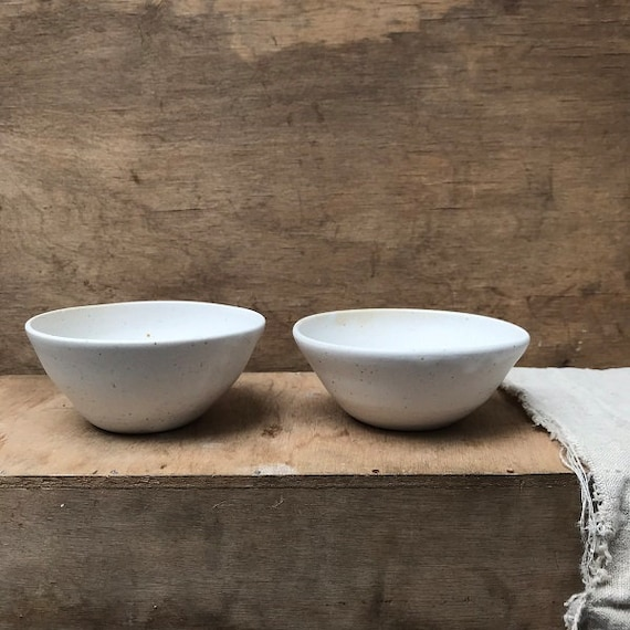 SET OF 2 BOWLS - j a p a n - diameter 11 cm,  ceramic basics, rustic pottery bowl, food photography, simplify